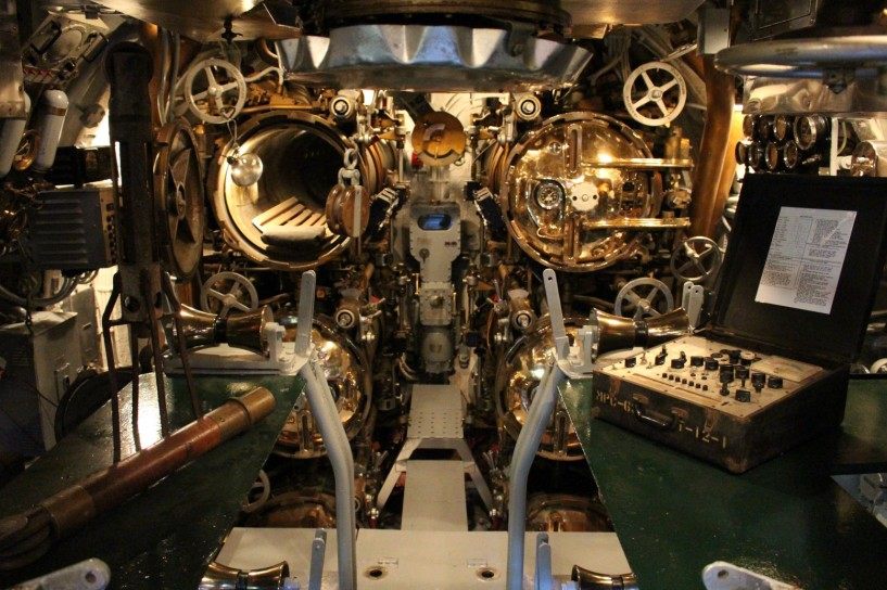 Forward torpedo room (6 tubes)
