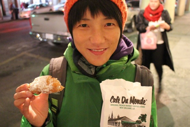 Finally Aya tasted Café du Monde Beignets, they are #1 for good reasons.
