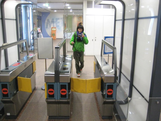 Automatic fare gate