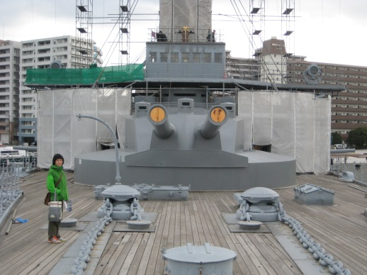 These guns and turret are made of Tin. In order to keep the Ship in 1926, they had to remove all Weapons and Armour.