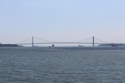 Verrazano–Narrows Bridge that connect Staten Island and Brooklyn